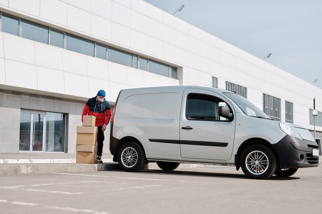 How to start a courier service agency in Dubai - Profitable business ideas