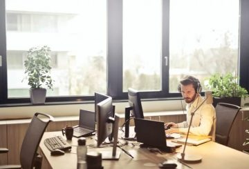 Step Up Your Customer Service Through Phone Answering Technology