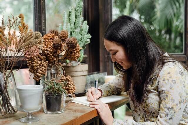 How to start a freelance copywriting agency near me